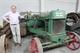 Van een advocaat die wereldwijd handel drijft in antieke tractoren, een uniek geval !